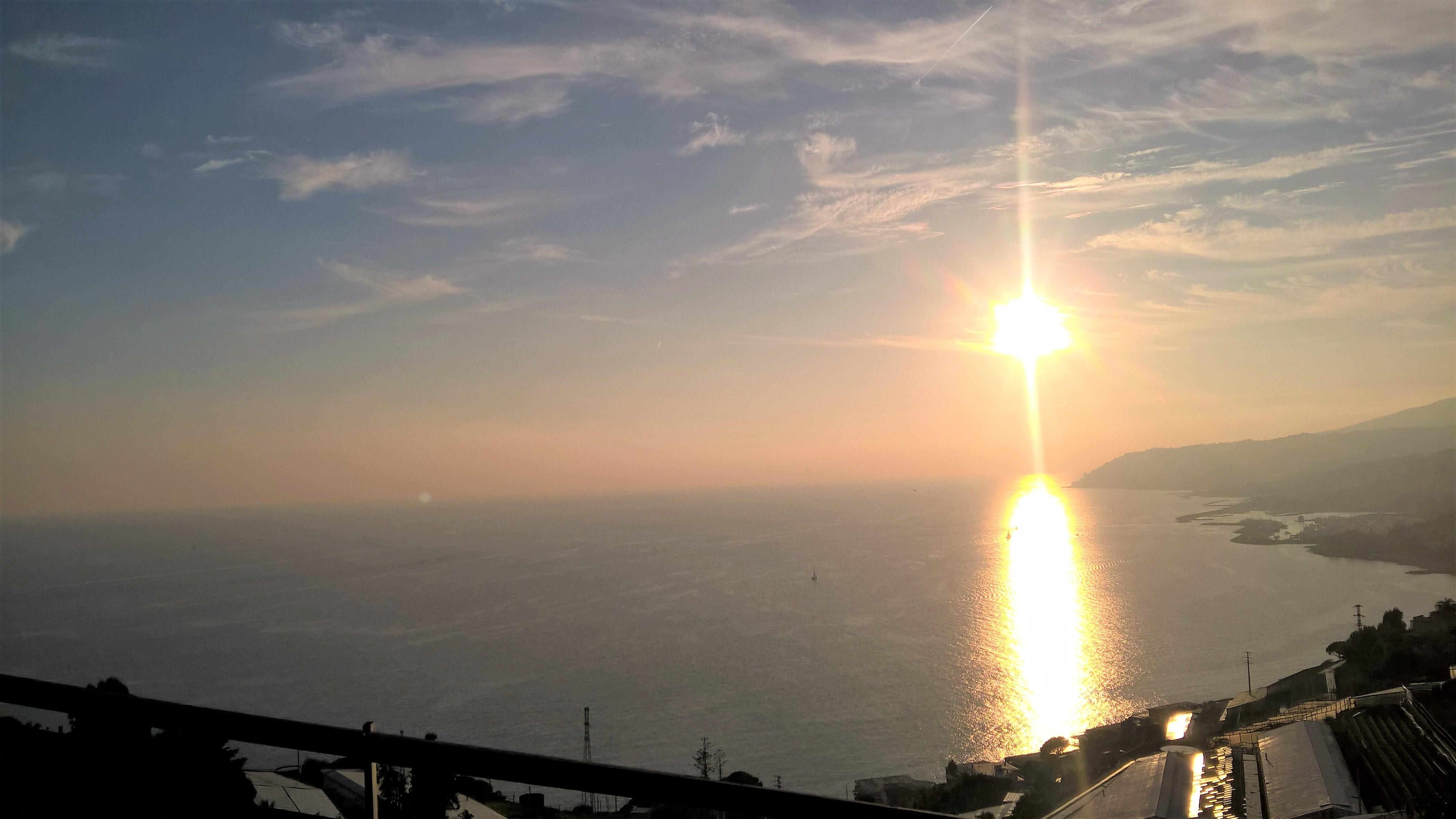 Sanremo villetta su due piani posizione unica dominante for Piani a due piani in mattoni a vista