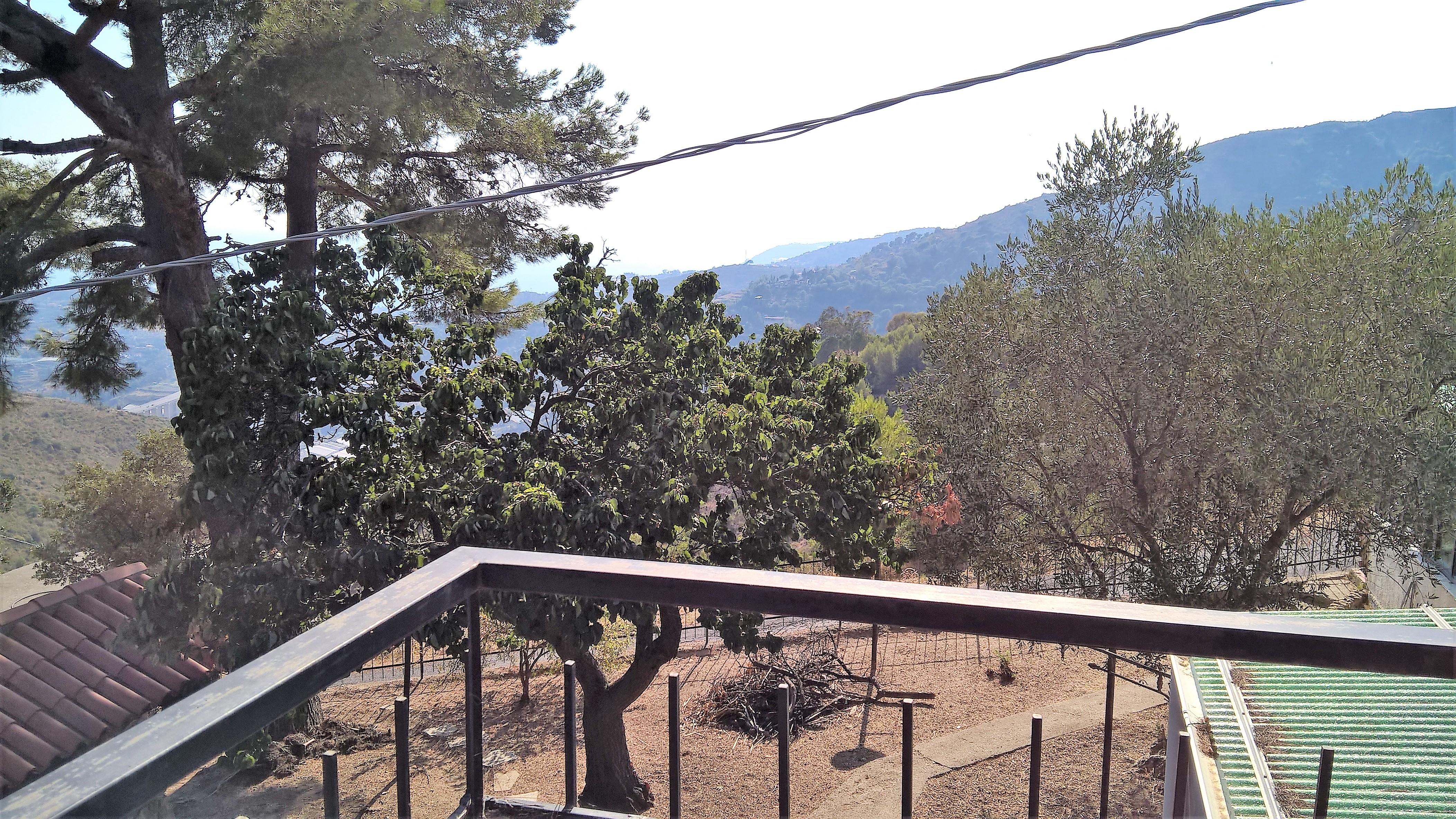 Villetta con giardino collina est di sanremo graziosa for Piani di serra in collina